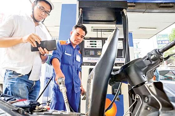 Thuế BVMT xăng dầu tăng kịch trần ảnh 1