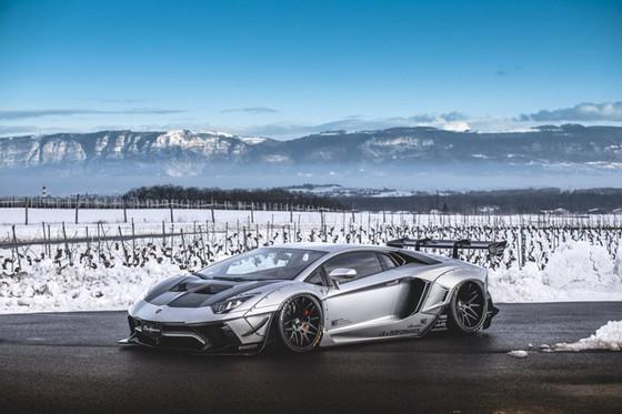 Chiêm ngưỡng Lamborghini Aventador độ kit phiên bản giới hạn từ Liberty Walk sắp xuất hiện tại Việt Nam - Ảnh 5.