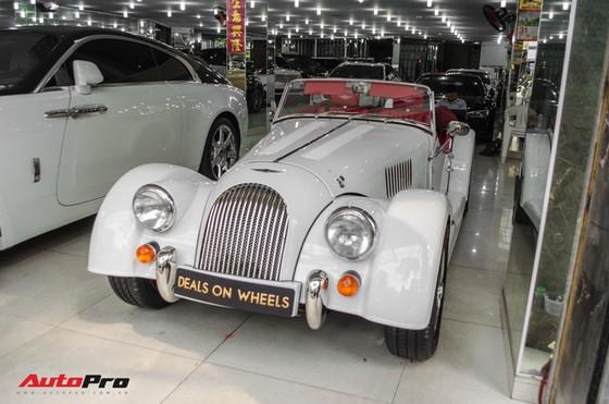Khám phá Morgan Plus 4 - Xe Anh Quốc cho đại gia Việt thích đồ cổ - Ảnh 1.