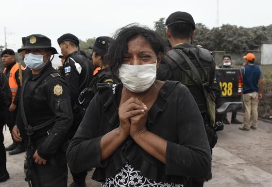 Hình ảnh tang thương khi núi lửa phun giết hàng chục người ở Guatemala - Ảnh 13.