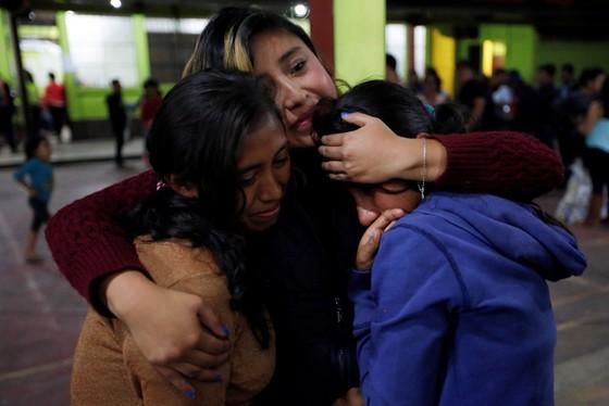 Hình ảnh tang thương khi núi lửa phun giết hàng chục người ở Guatemala - Ảnh 6.