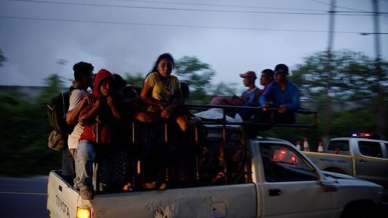 Hình ảnh tang thương khi núi lửa phun giết hàng chục người ở Guatemala - Ảnh 9.