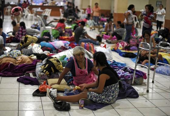 Hình ảnh tang thương khi núi lửa phun giết hàng chục người ở Guatemala - Ảnh 17.