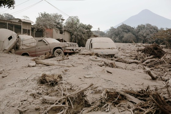Hình ảnh tang thương khi núi lửa phun giết hàng chục người ở Guatemala - Ảnh 14.