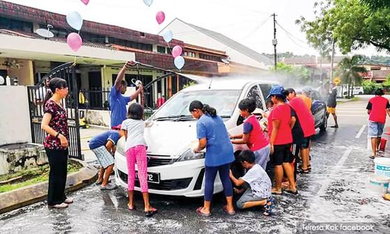 Người dân Malaysia góp sức giảm nợ công ảnh 1