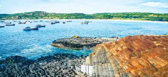 Tuyệt cảnh bờ biển Nam Trung Bộ ảnh 1