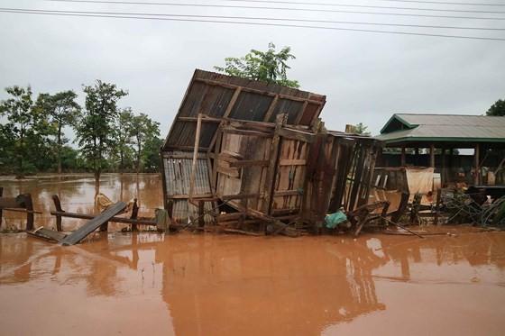Bản làng xơ xác sau vụ vỡ đập thủy điện ở Lào ảnh 7