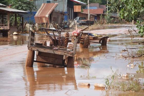 Bản làng xơ xác sau vụ vỡ đập thủy điện ở Lào ảnh 13