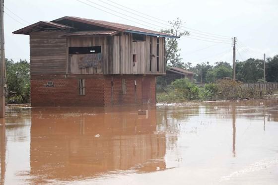 Bản làng xơ xác sau vụ vỡ đập thủy điện ở Lào ảnh 1