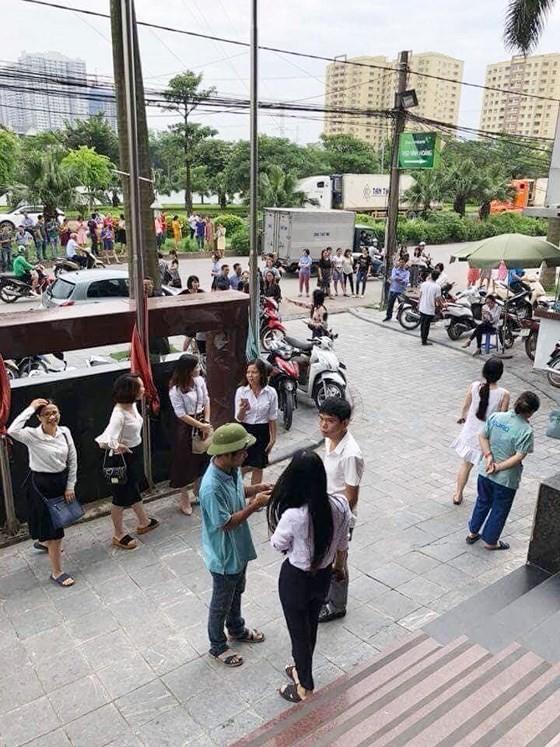 Người dân Hà Nội nhốn nháo vì dư chấn động đất ảnh 2