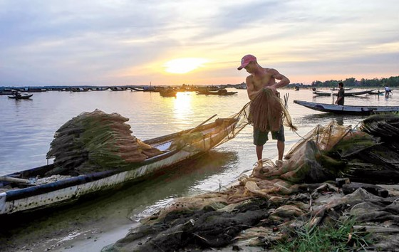 Nhẹ nhàng  Chợ nổi  trên phá Tam Giang ảnh 6