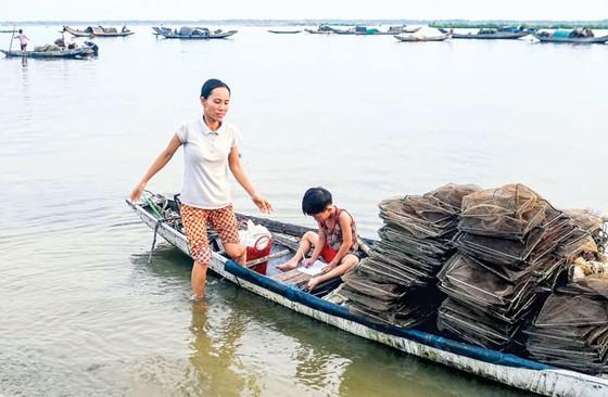 Nhẹ nhàng  Chợ nổi  trên phá Tam Giang ảnh 7