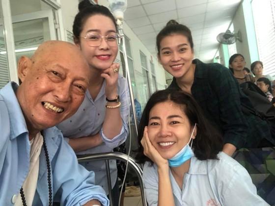Nước mắt nghệ sĩ và đại dịch ung thư ảnh 1