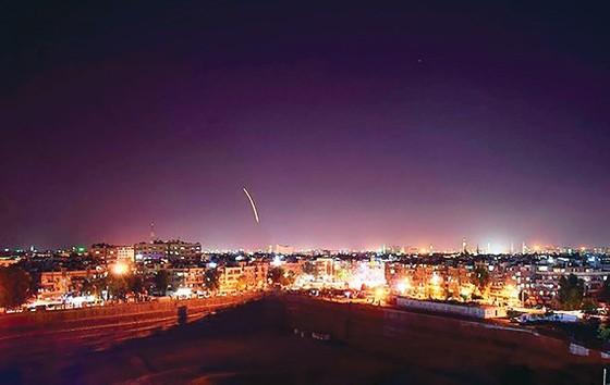 Tên lửa phòng không Syria đánh trả đòn tập kích của Israel