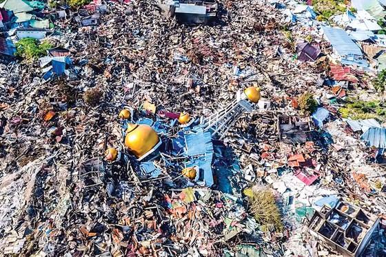 Indonesia tan hoang sau động đất - sóng thần ảnh 11