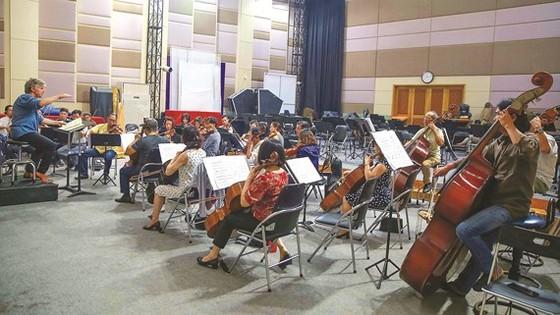 Nơi luyện nhạc và kho nhạc cụ tạm thời của Nhà hát Giao hưởng, Nhạc và Vũ kịch TPHCM tại rạp Thanh Vân (đường Cách Mạng Tháng Tám) Ảnh: DŨNG PHƯƠNG