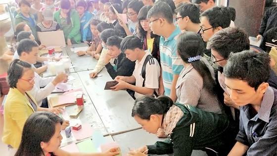 Theo luật định, đóng học phí là một trong những nghĩa vụ bắt buộc của sinh viên