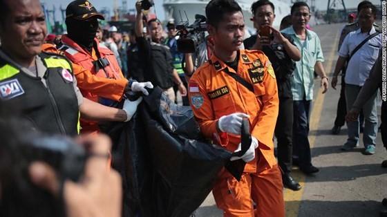 Vụ rơi máy bay tại Indonesia: Phát hiện sự cố chỉ 2 phút sau khi cất cánh ảnh 5