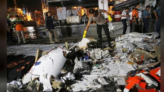 Vụ rơi máy bay tại Indonesia: Phát hiện sự cố chỉ 2 phút sau khi cất cánh ảnh 11