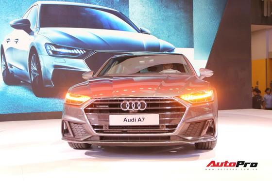 Không có xe giá rẻ, xe mới tiền tỷ đến cả chục tỷ đồng áp đảo thị trường ô tô Việt Nam cuối năm - Ảnh 2.