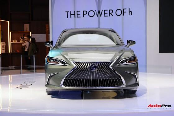 Không có xe giá rẻ, xe mới tiền tỷ đến cả chục tỷ đồng áp đảo thị trường ô tô Việt Nam cuối năm - Ảnh 4.