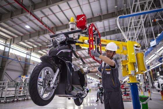 Vinfast khánh thành nhà máy sản xuất và ra mắt mẫu xe máy điện thông minh ảnh 2