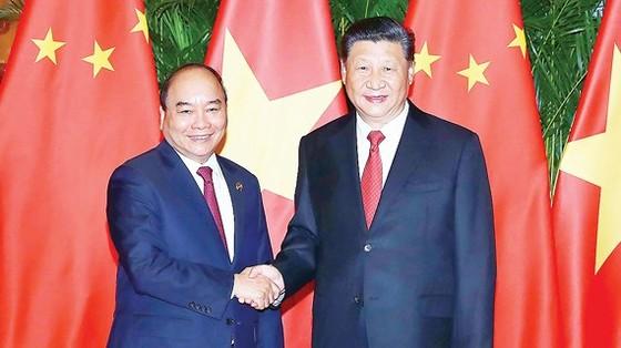 Thủ tướng Nguyễn Xuân Phúc gặp Tổng Bí thư, Chủ tịch Trung Quốc Tập Cận Bình tại Hội chợ nhập khẩu quốc tế Trung Quốc Ảnh: TTXVN
