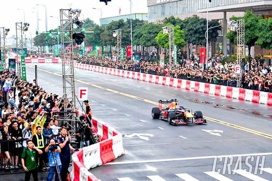 F1: Đỉnh cao tốc độ và tốn kém - Kỳ 2: Cuộc đua kim tiền ảnh 1