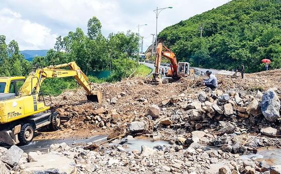 Nha Trang hoang tàn sau trận mưa khủng ảnh 2