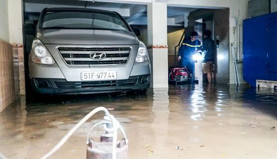 Hầm chung cư ngập nước gây hư hỏng ô tô - Rắc rối đền bù ảnh 1