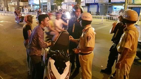 """""""Đi bão"""" sau trận thắng của đội tuyển Việt Nam, 78 trường hợp bị xử phạt ảnh 1"""