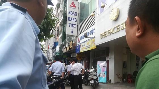 Nam thanh niên nghi dùng súng cướp ngân hàng giữa ban ngày ảnh 4