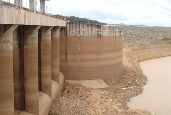 Thiếu nước ở các hồ thủy điện ảnh 1