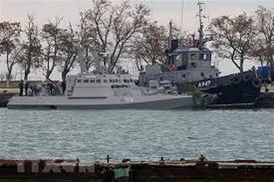 Tàu quân sự Ukraine bị lực lượng biên phòng trực thuộc FSB bắt giữ tại cảng Kerch ngày 26-11-2018.