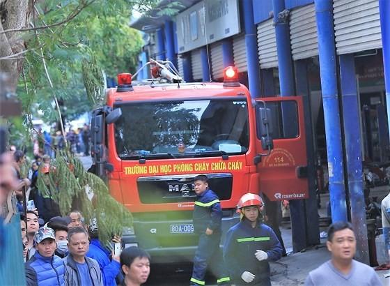 Cháy gara ô tô gần trụ sở VFF, nhiều người hoảng loạn ảnh 6