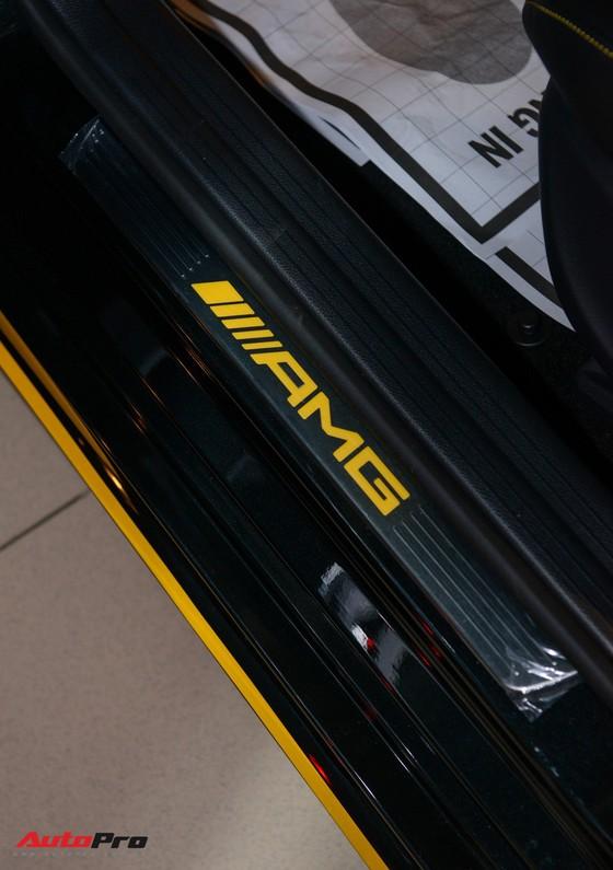 Mercedes-Benz CLA45 AMG Yellow Night Edition, giá 2,578 tỷ đồng ảnh 10