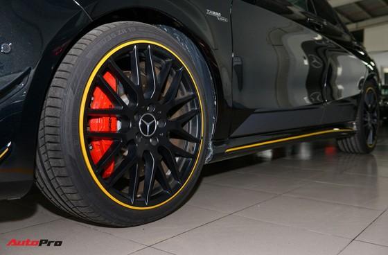Mercedes-Benz CLA45 AMG Yellow Night Edition, giá 2,578 tỷ đồng ảnh 7
