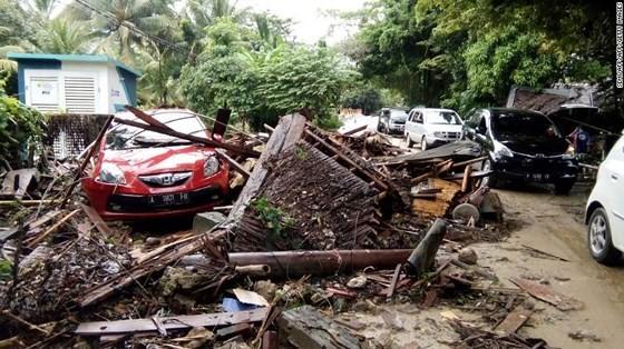 Ít nhất 281 người thiệt mạng và hơn 1.000 người bị thương trong vụ sóng thần tại Indonesia ảnh 5