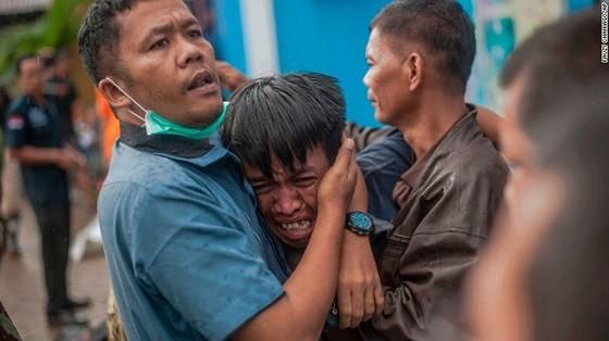 Ít nhất 281 người thiệt mạng và hơn 1.000 người bị thương trong vụ sóng thần tại Indonesia ảnh 7