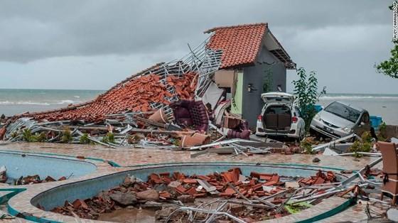 Ít nhất 281 người thiệt mạng và hơn 1.000 người bị thương trong vụ sóng thần tại Indonesia ảnh 8