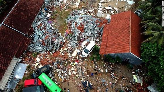 Ít nhất 281 người thiệt mạng và hơn 1.000 người bị thương trong vụ sóng thần tại Indonesia ảnh 9