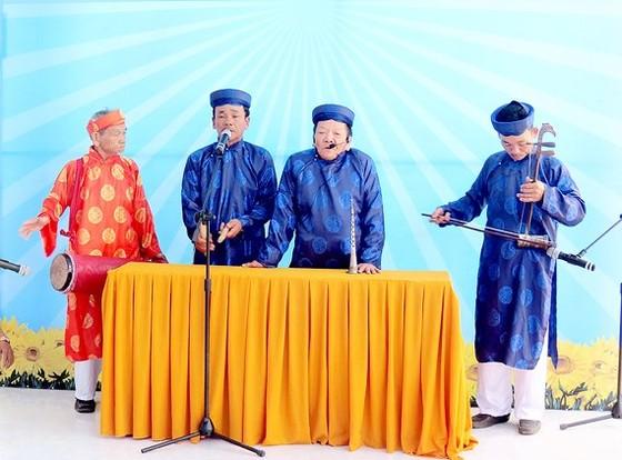 Bốn ông cái chủ chốt của đoàn hát sắc bùa xã Phổ An, huyện Đức Phổ, tỉnh Quảng Ngãi biểu diễn hát sắc bùa