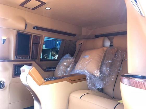 Chuyên cơ mặt đất Cadillac Escalade độ Lexani hàng độc, gắn TV 48 inch lên đường về Việt Nam - Ảnh 6.