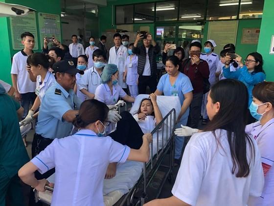Xe khách chở 26 người rơi xuống vực đèo Hải Vân, đã có 1 người tử vong ảnh 5