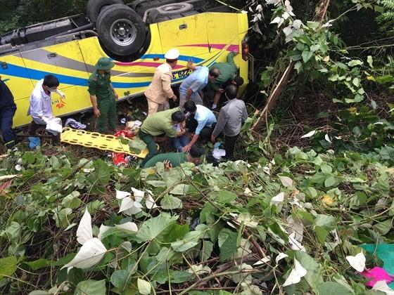 Xe khách chở 26 người rơi xuống vực đèo Hải Vân, đã có 1 người tử vong ảnh 19