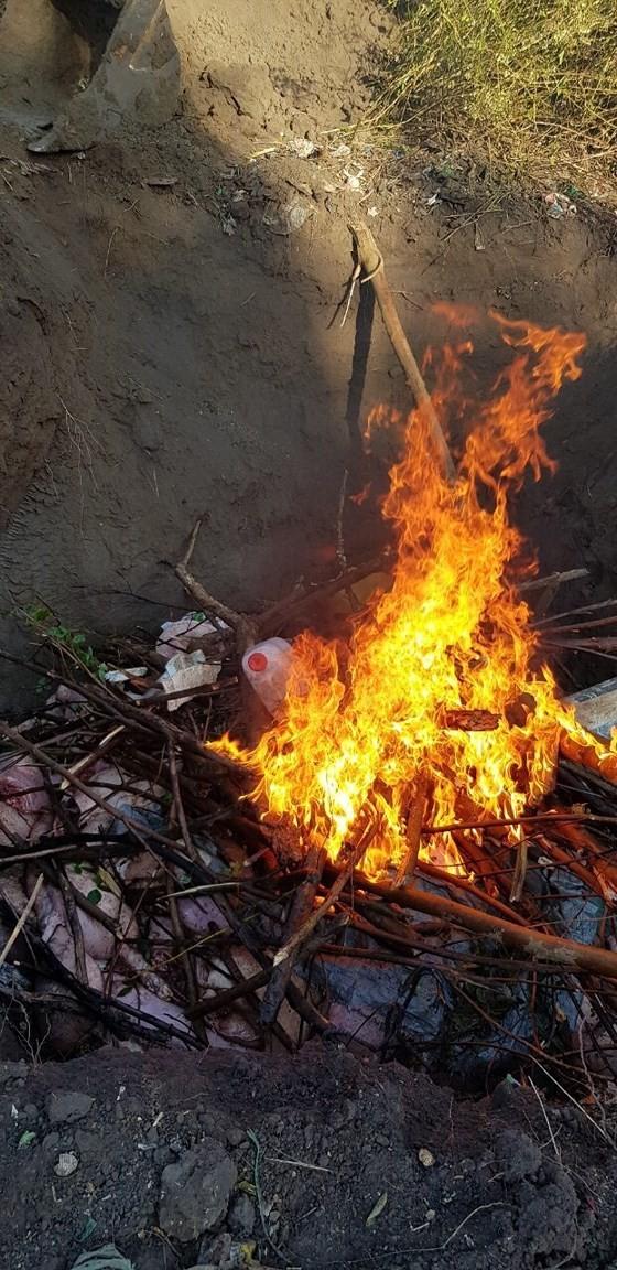 Phát hiện gần 3,5 tấn thịt heo bốc mùi nồng nặc ở cơ sở giết mổ ảnh 3