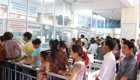 Người nghèo bị ảnh hưởng khi bệnh viện tự chủ ảnh 1