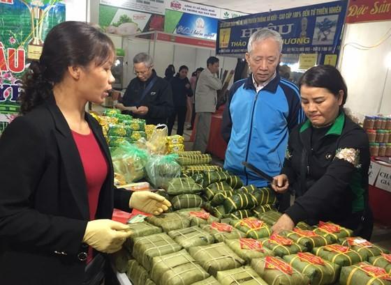 """Trăm loại đặc sản """"khoe hương"""" tại hội chợ xuân 2019 ảnh 6"""