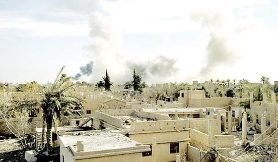 Liên quân không kích thị trấn Susa, một trong những hang ổ cuối cùng của IS ở Syria. Ảnh: CNN