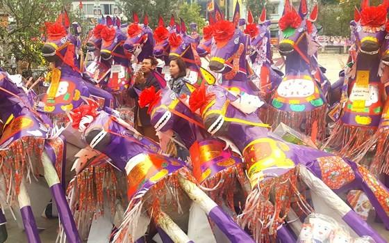"""""""Choáng"""" với đàn ngựa giấy khổng lồ ở đền Bảo Hà ảnh 6"""